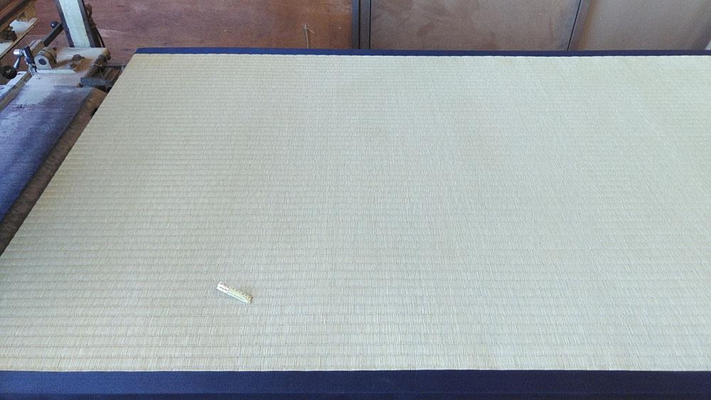 熊本産表、無地縁紺色を使用しました。