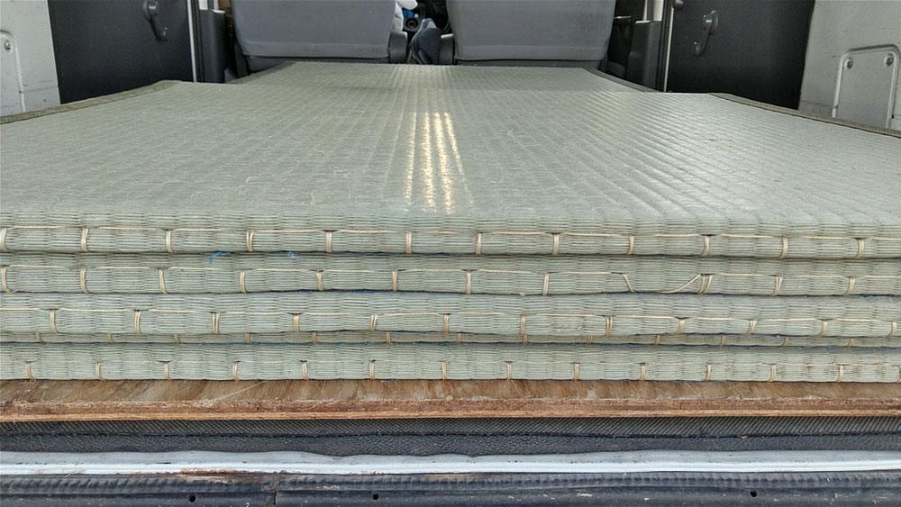 秦野市のお客様に、15㎜仕上がりの薄畳のお預かりにお伺いしました。