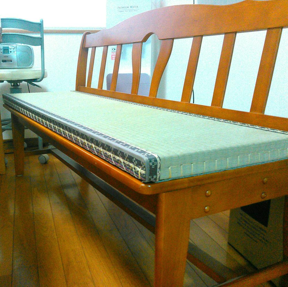 ダイニングの長椅子用の畳です。