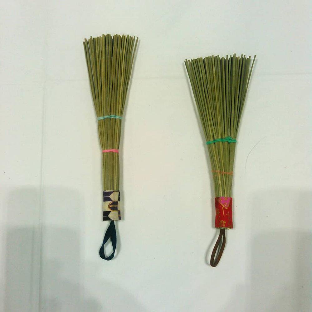 神奈川県畳工業協同組合のブースの手伝いをしました、い草ミニほうきです。