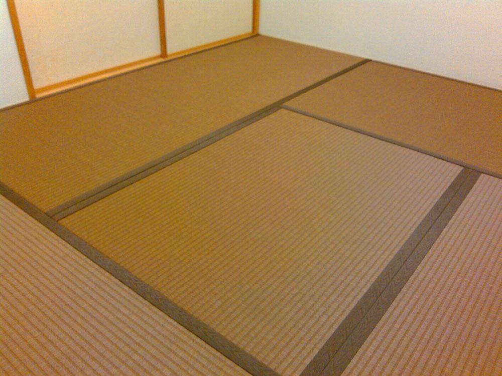 ダイケン銀白表胡桃色、畳縁は与作No1で畳替えしました。