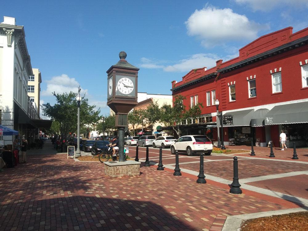 ダウンタウン中央にある時計
