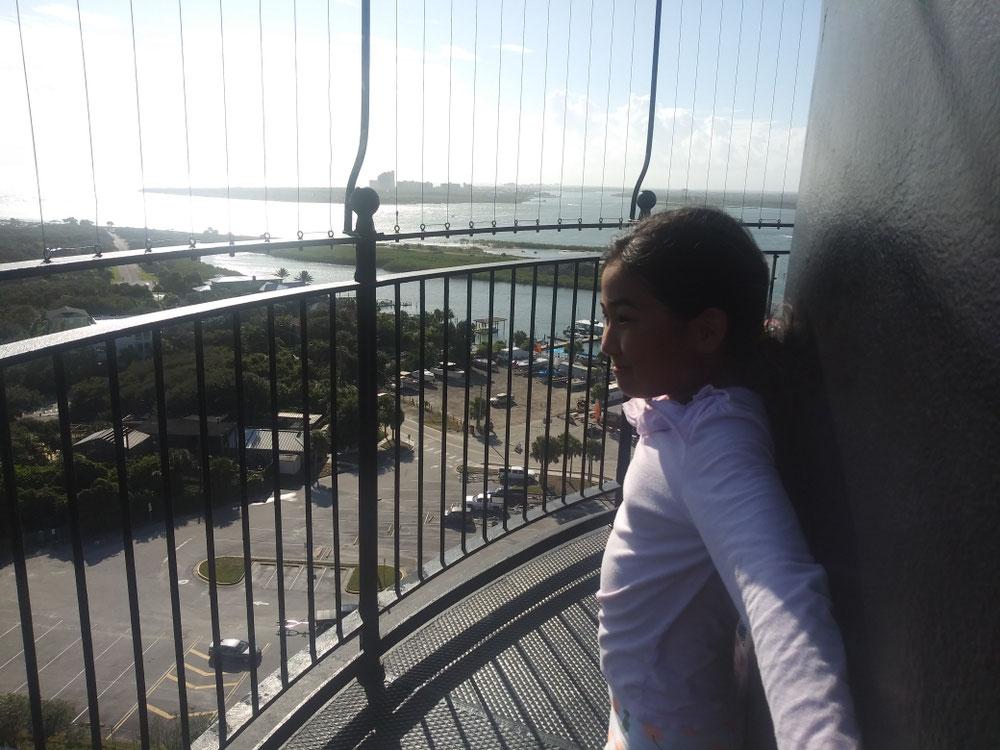 てっぺんには落ちない用にフェンスがあるのですが、それでも風が強いので恐怖を感じます!