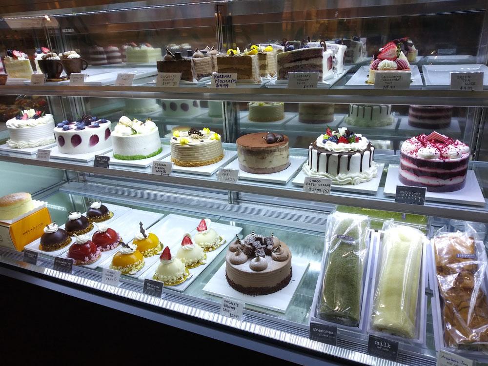 パン屋さんではケーキも売っていますよ!