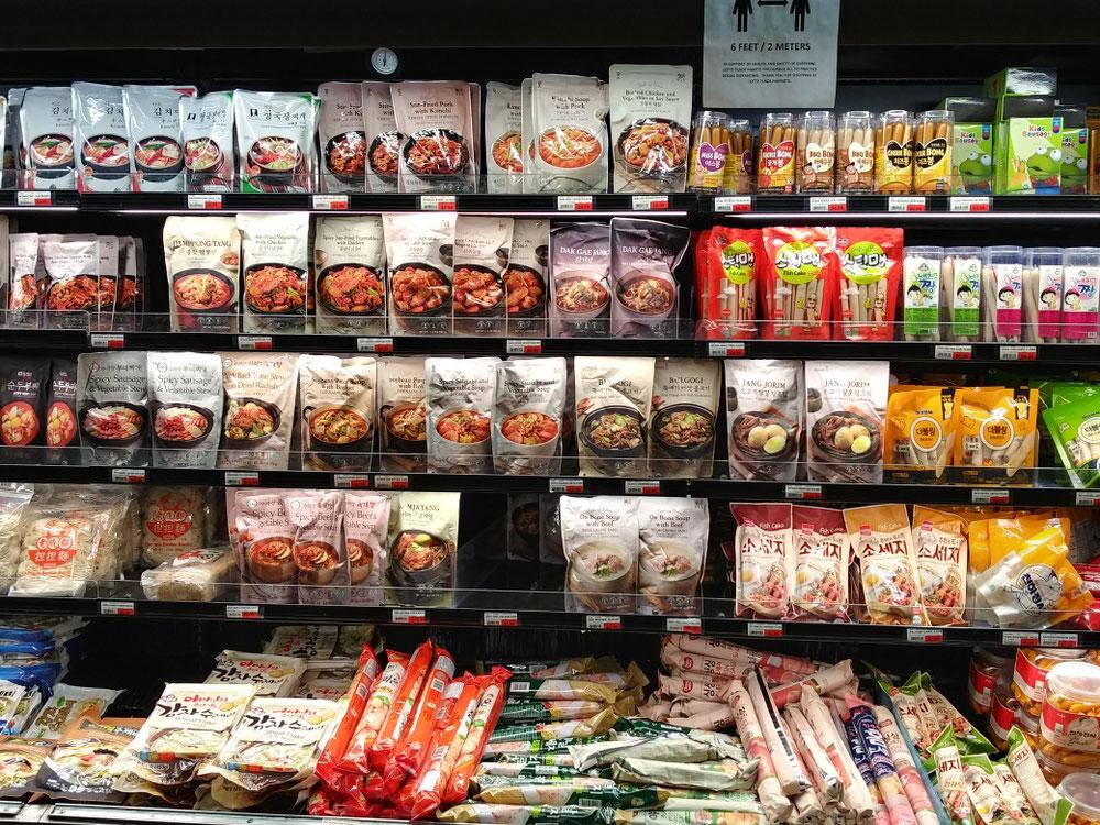 お鍋のスープが盛り沢山。さすが韓国系のお店。