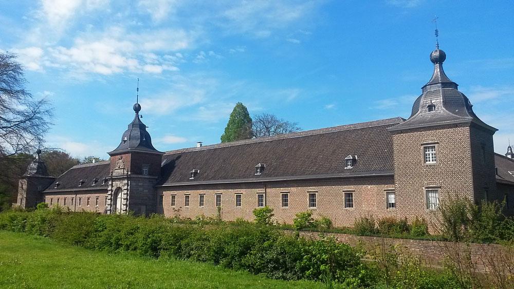 Vorburg von Schloß Heltorf, erbaut 1693. Privatbesitz