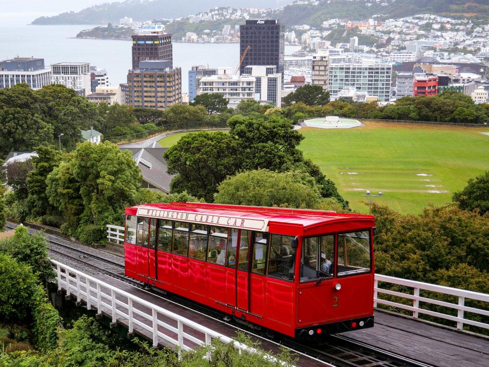 Cable Car mit schönem Ausblick über die Stadt