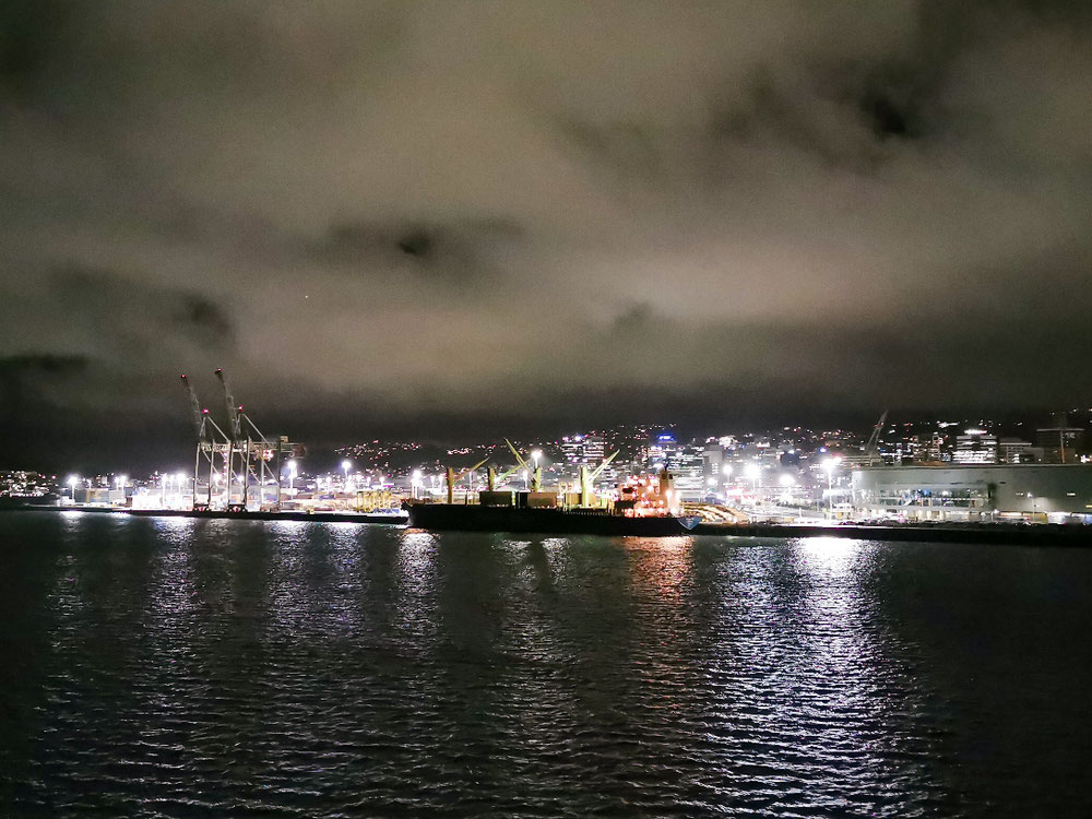 Tada, Wellington bei Nacht.
