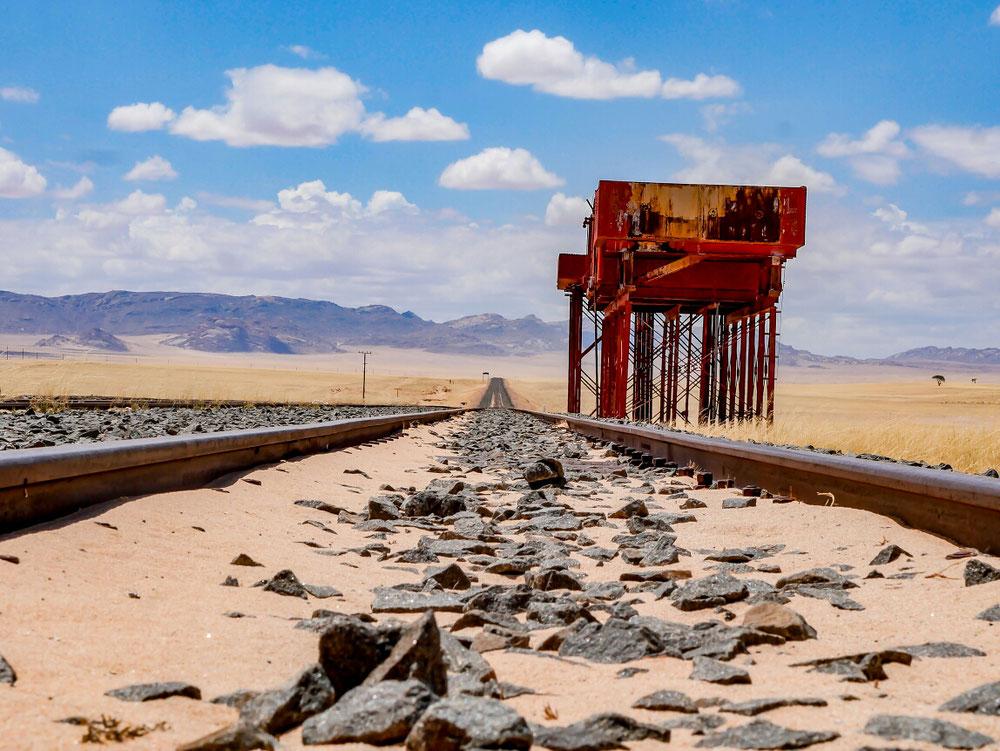 Die Bahnschienen mit verrosteter Ladestation. Aber wenigstens ein schönes Fotomotiv