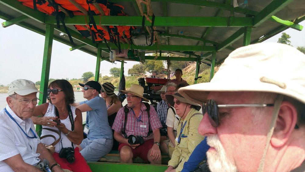 Viele westliche Touris auf einem Haufen ist auch immer seltsam - alle hatten den gleichen Hutverkäufer und sahen nach Dschungelsafari aus