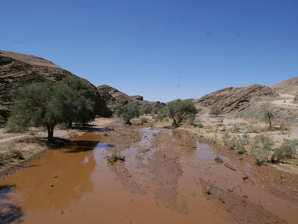 Wasser unten im Kuiseb Pass auf dem Weg nach Walfischbucht