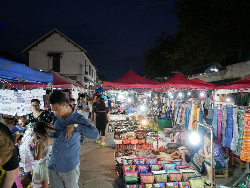 Der Nightmarket bei Dunkelheit