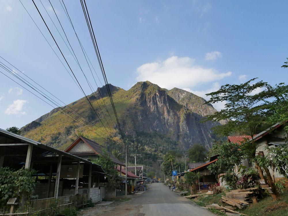 Der Dorfeingang von östlicher Seite