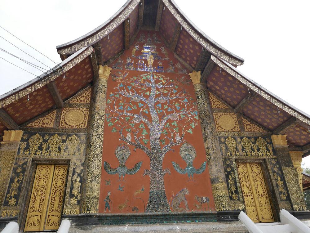 ein tolles Glasmosaik das auch irgendwie etwas mit der Geschichte Luang Prabangs zu tun hatte