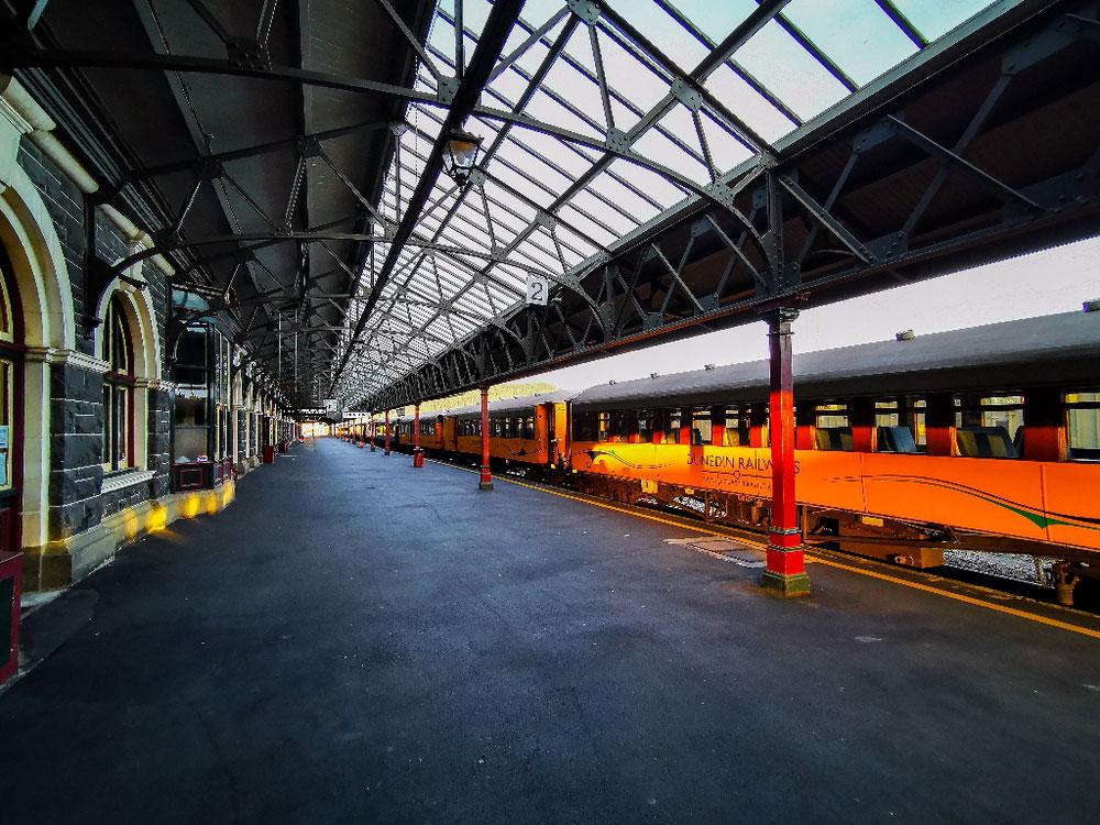 Ein leerer Bahnhof kann so. Sexy sein - Hier Dunedin Railway Station.