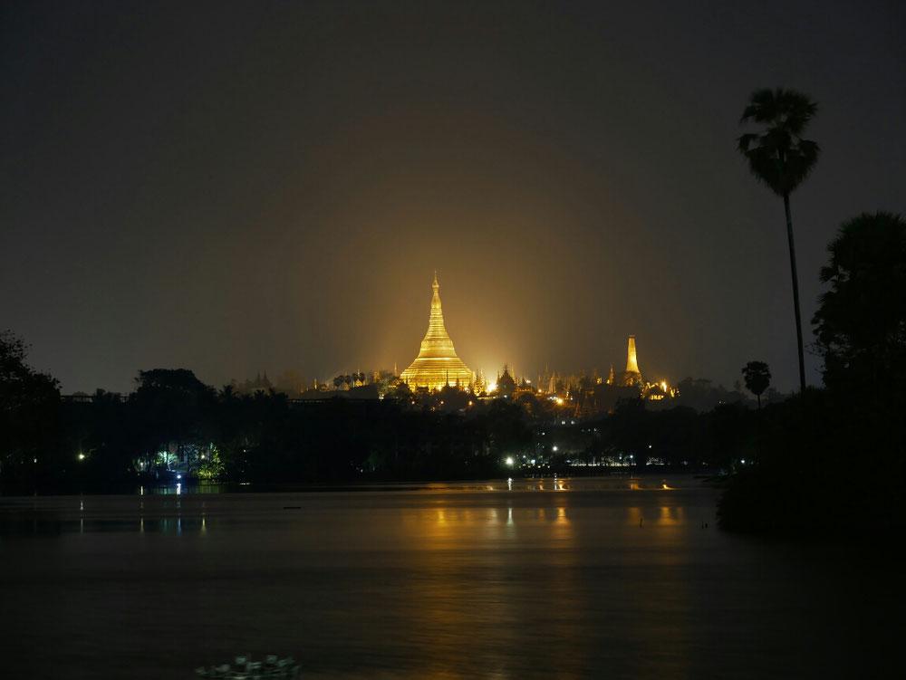 Blick auf die Shwedagon