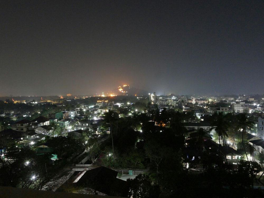 Diesmal zum Mandalay Hill hinauf vom Hoteldach geschossen