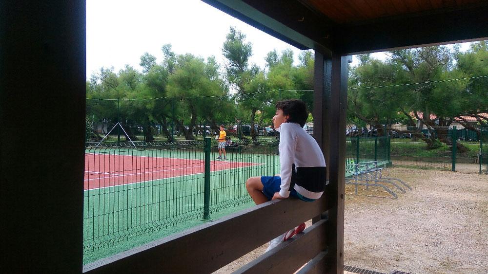 Amir, supporter pendant le match de Marius de près de 3h !