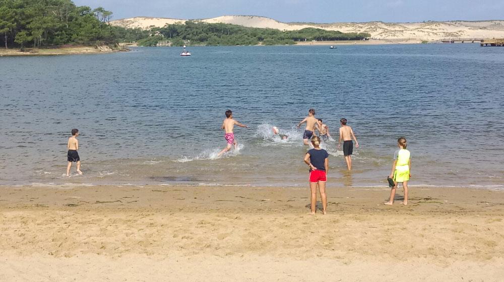 Après le beach rugby, on se rafraichit un peu !