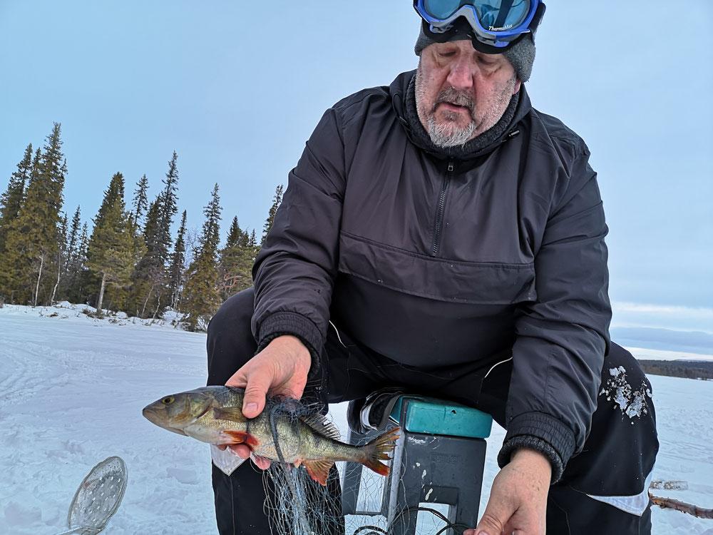 Winterurlaub in Schweden Lappland - Eisangeln, Eisfischen