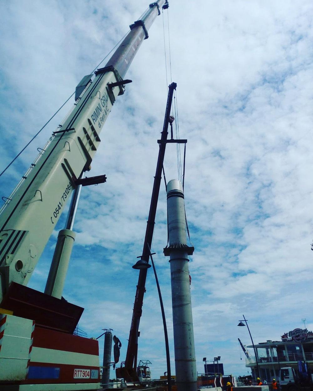 Noleggio autogru montaggio tubazioni piazzale Kennedy Rimini cantiere Ausa Psbo