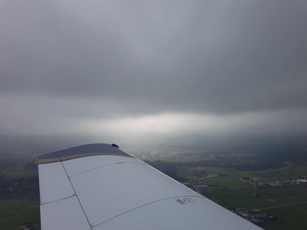 Fliegen an der Wolkenbasis