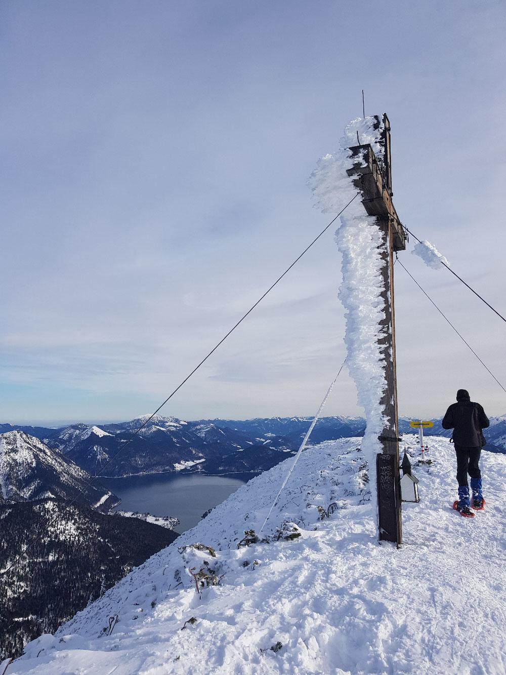 Vereistes Gipfelkreuz
