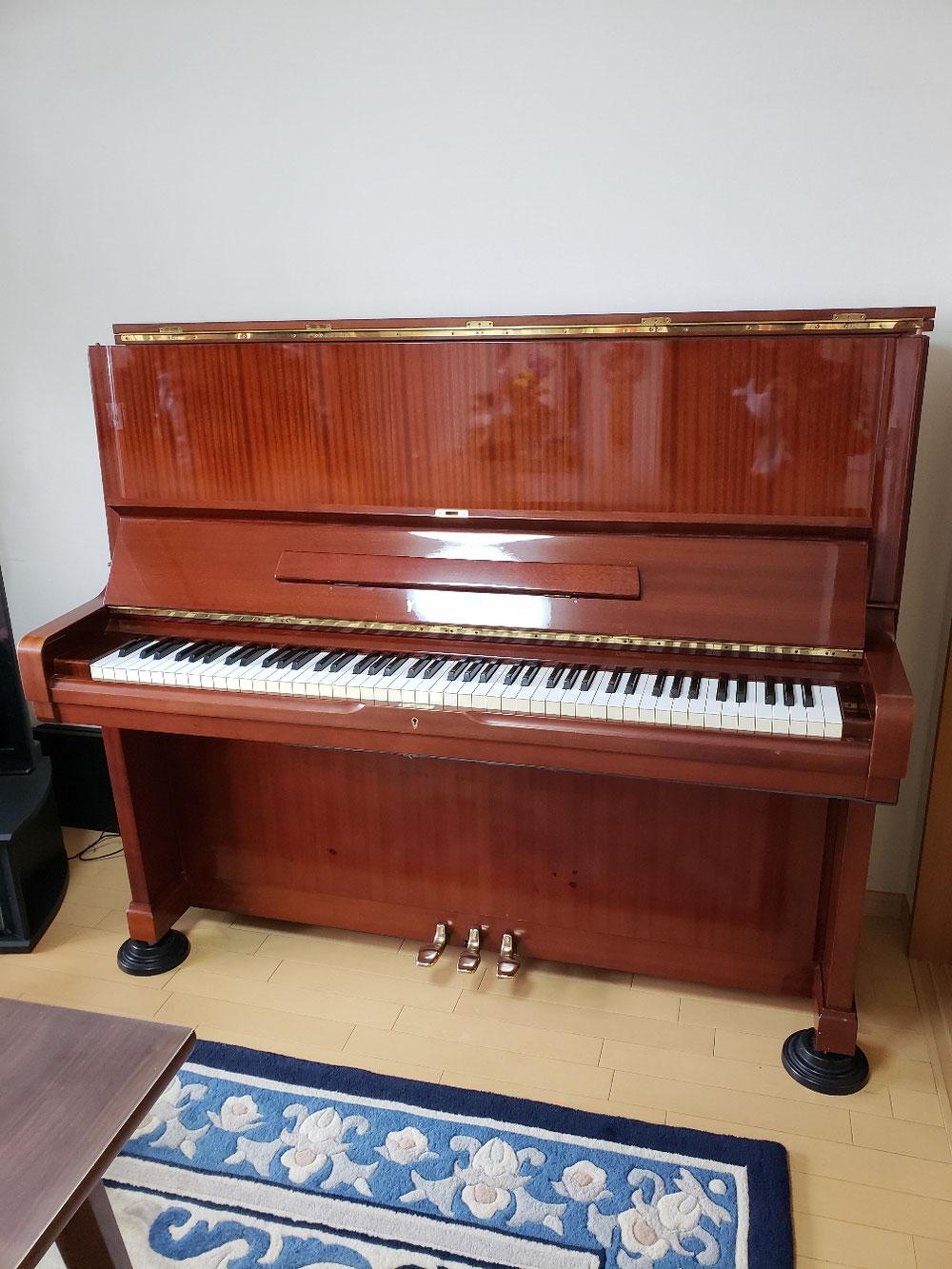 どの色のピアノも、ピアノに合わせた、弊社特製の材料で。