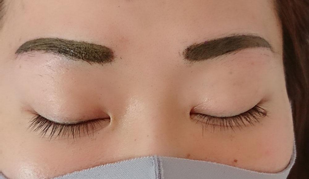 施術直後の眉ブラウンシュガー  これから徐々に薄くなります