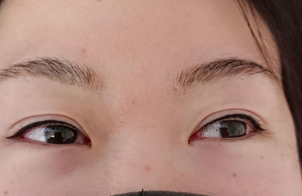 【眉3ヶ月後 ブラウンシュガー】眉頭はぼかしを入れて自眉毛の隙間に茶色の眉ブローが染色されてます。