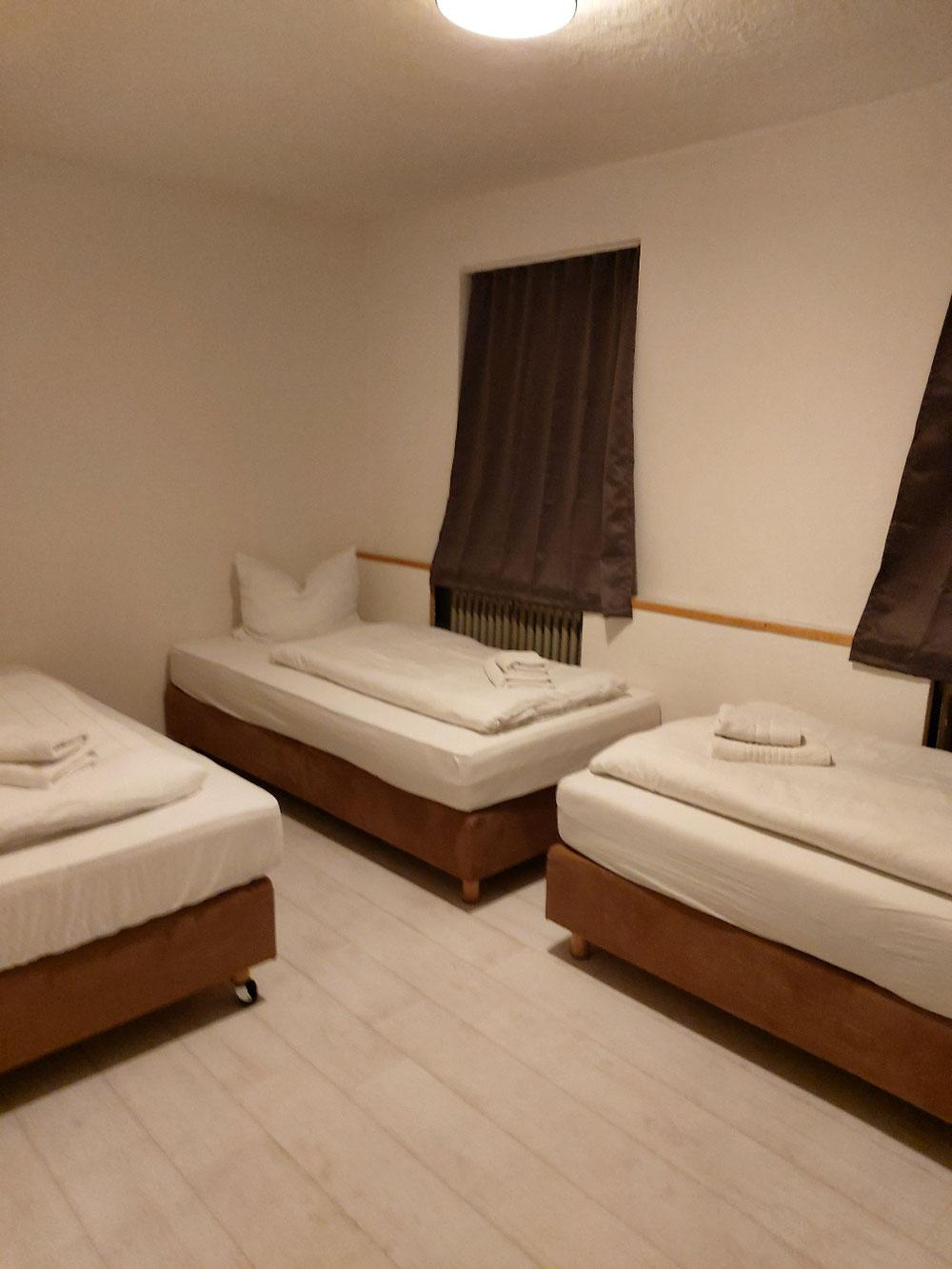 Schlafzimmer 1 , mit 3 Einzelbetten
