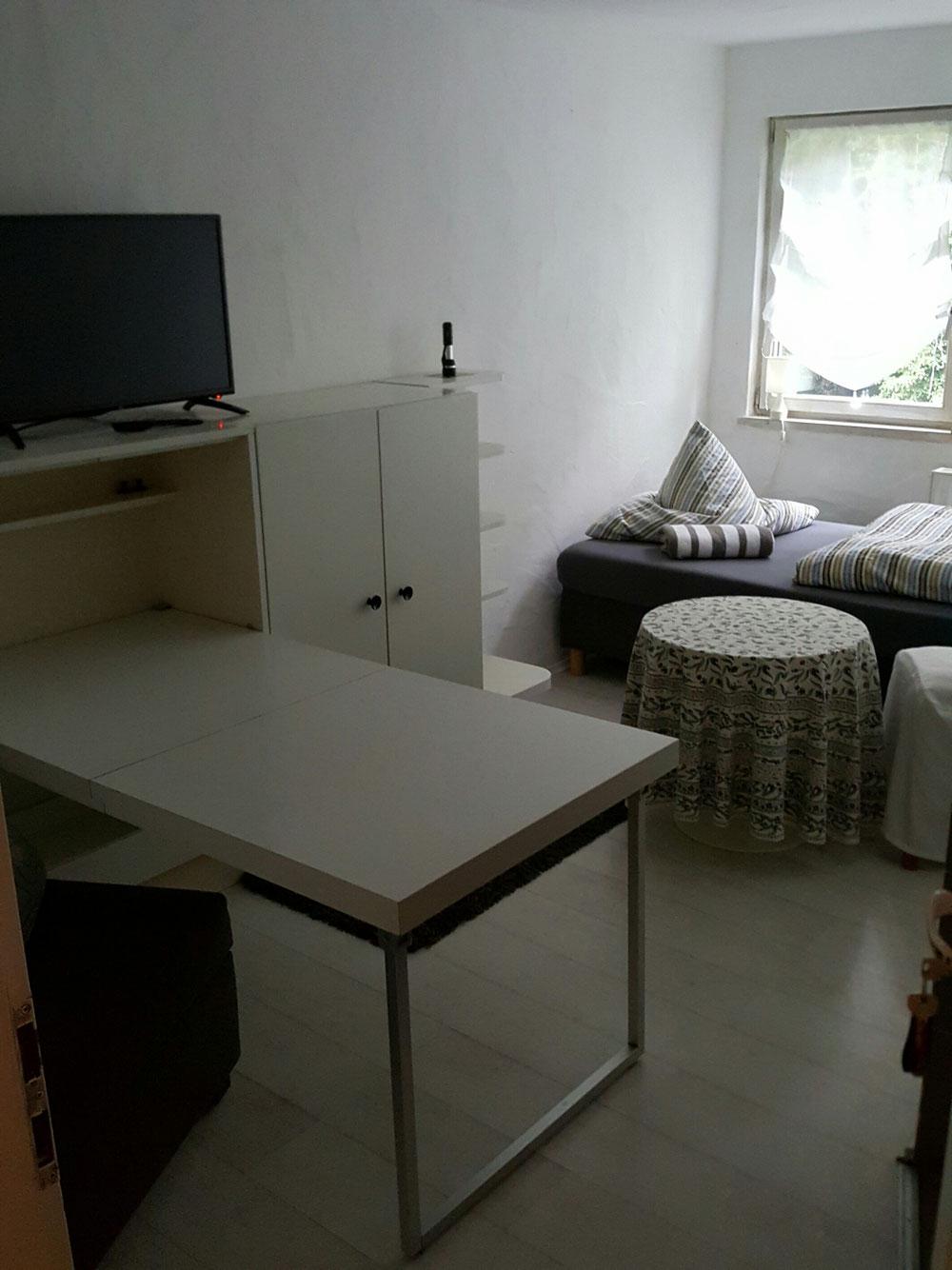 Studio Waldblick mit klappbarem Schreibtisch