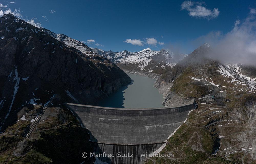 Sonnenuntergang über den schweizer und französischen Alpen im Kanton Wallis