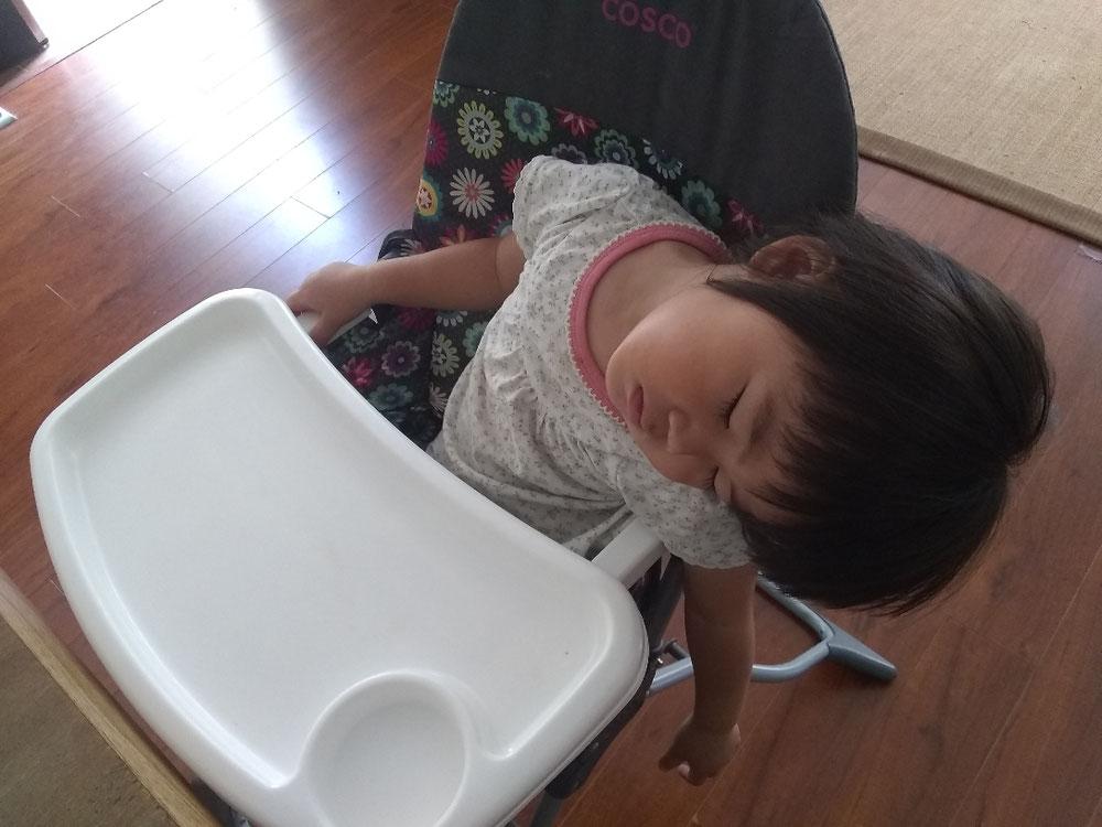 大体お昼ご飯中に寝る末っ子