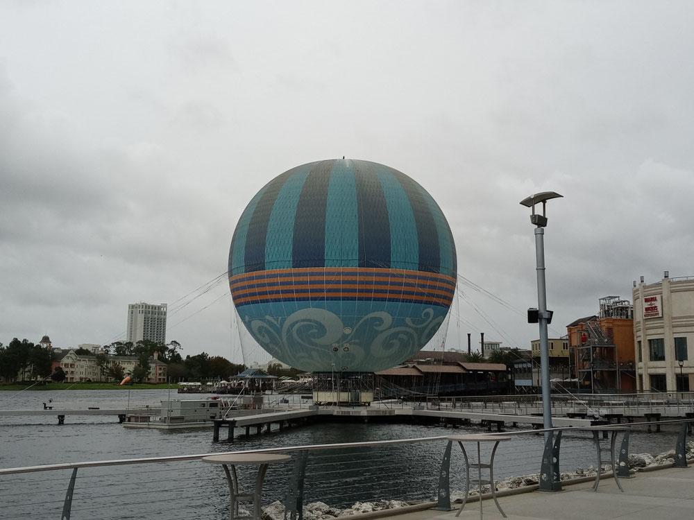 ディズニースプリング名物の気球🎈(本当に飛びます)