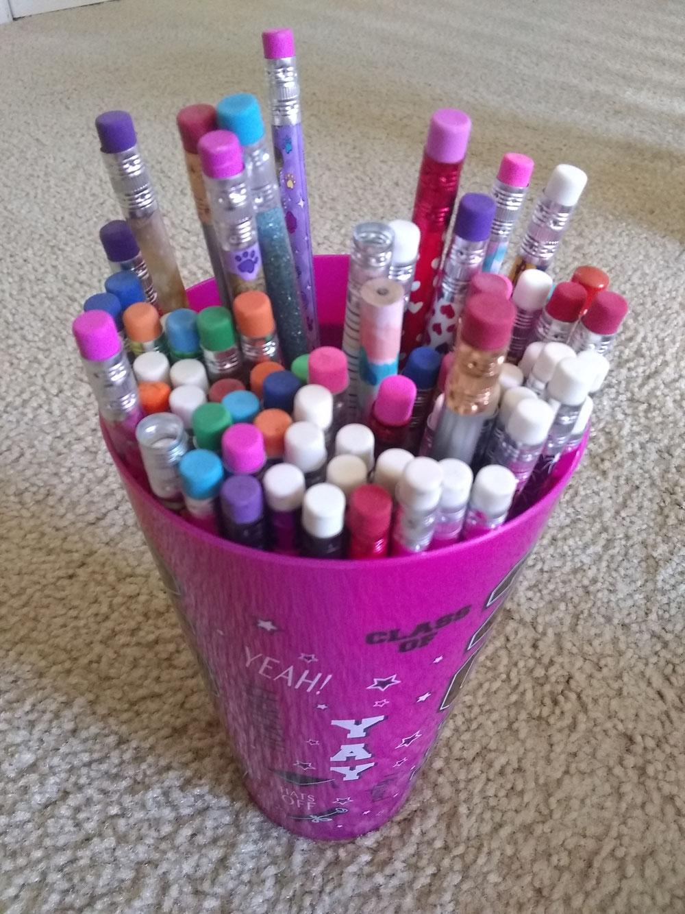 大量の鉛筆