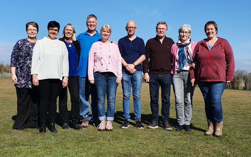 v.l.n.r. Barbara (Kassenprüferin), Sabine (2. Vorstand), Janine (Schriftführerin), Martin (1. Vorstand), Susan (Ausbildungswart), Franz (Kassier), Gerd (Ehrenrat), Viola (Kassenprüferin), Nicole (Ehrenrat)