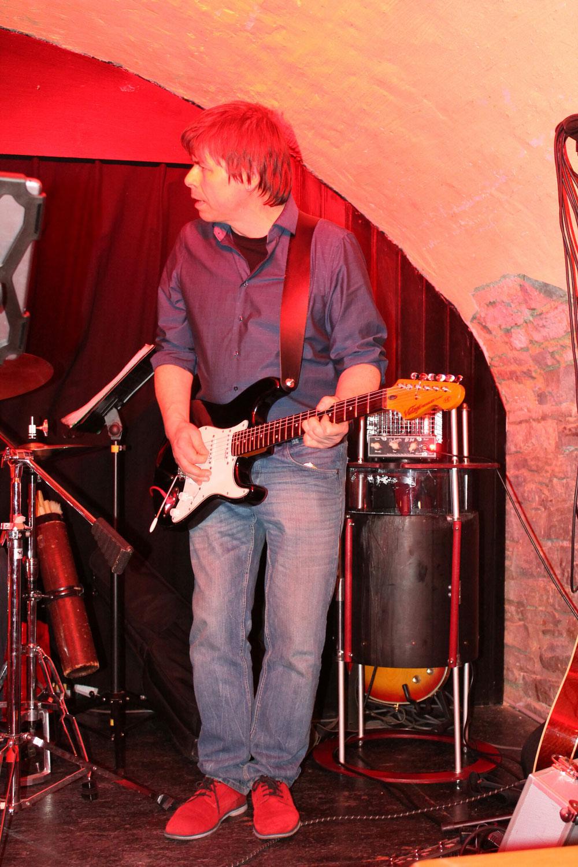 fuzzictube live on stage