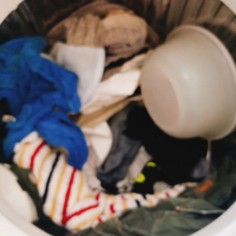 洗濯機に洗面器(笑)