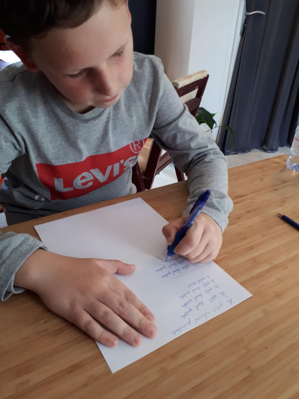 modification de tenue de crayon pour Léo en 3 séances et 11 lettres par minute en plus ! bravo Léo