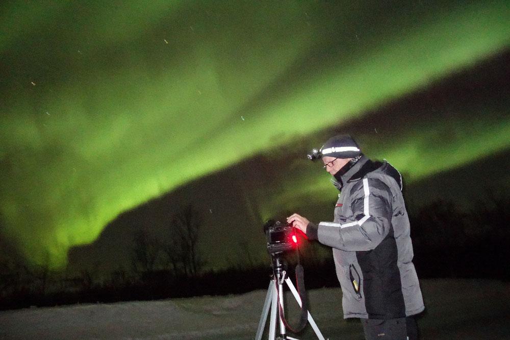 1.3.2019, 22:00 Uhr, in der Nähe von Tromsø, -12 Grad, der Fotograf bei der Arbeit