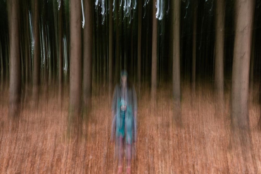 Fotoprojekt Dezember Momente Selbstporträt im Wald mit Langzeitbelichtung