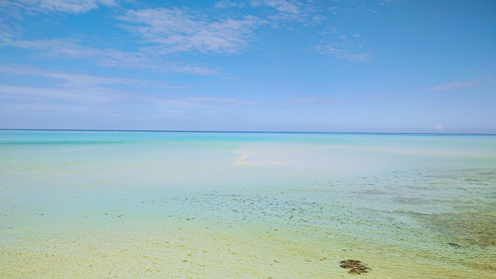 夏のような青さの宮古の海