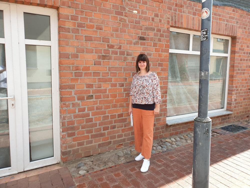 Anika Glaser vor ihrem neuen Geschäft in der Kütiner Straße.