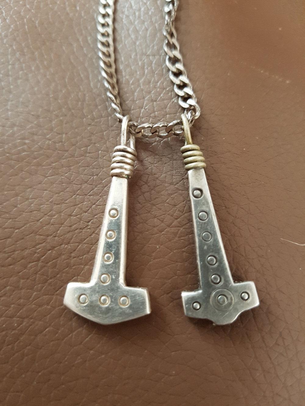 Repliken der beiden ältesten Hammeramulette aus dem 5./6. Jhd. (Gilton/Kent)