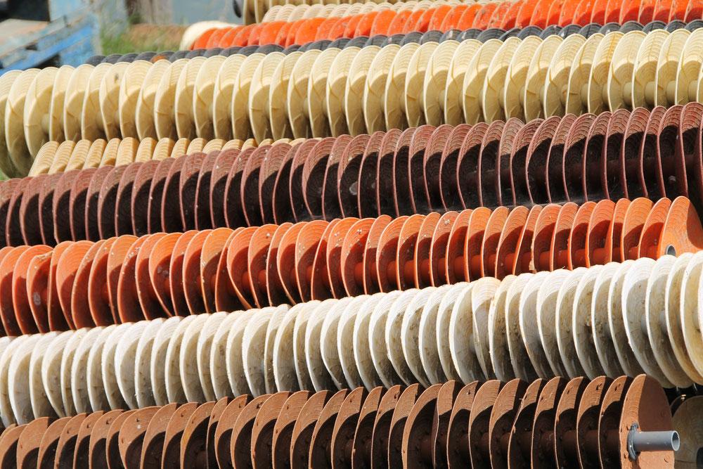 Collecteurs d'huîtres sous forme de coupelles en plastique