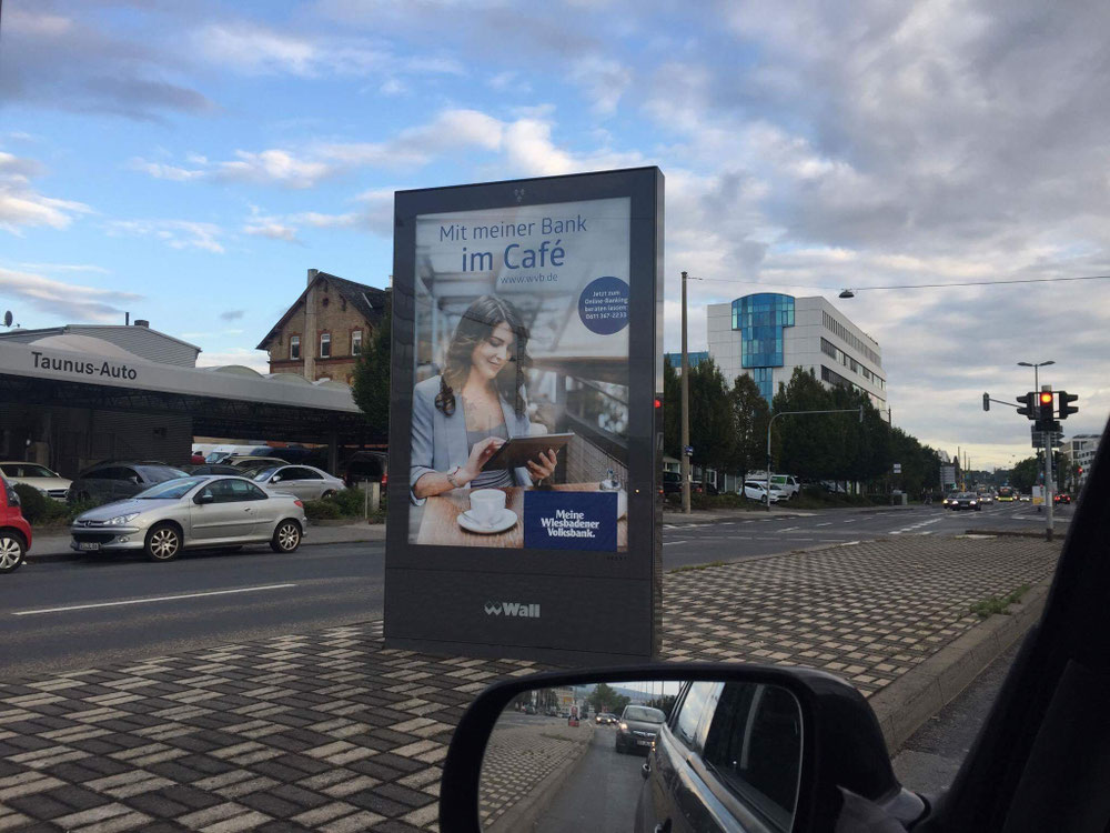 Werbung: Wiesbadener Volksbank / City Lights Plakate / Styling: Hair & Make-up Artist Katharina Palzer