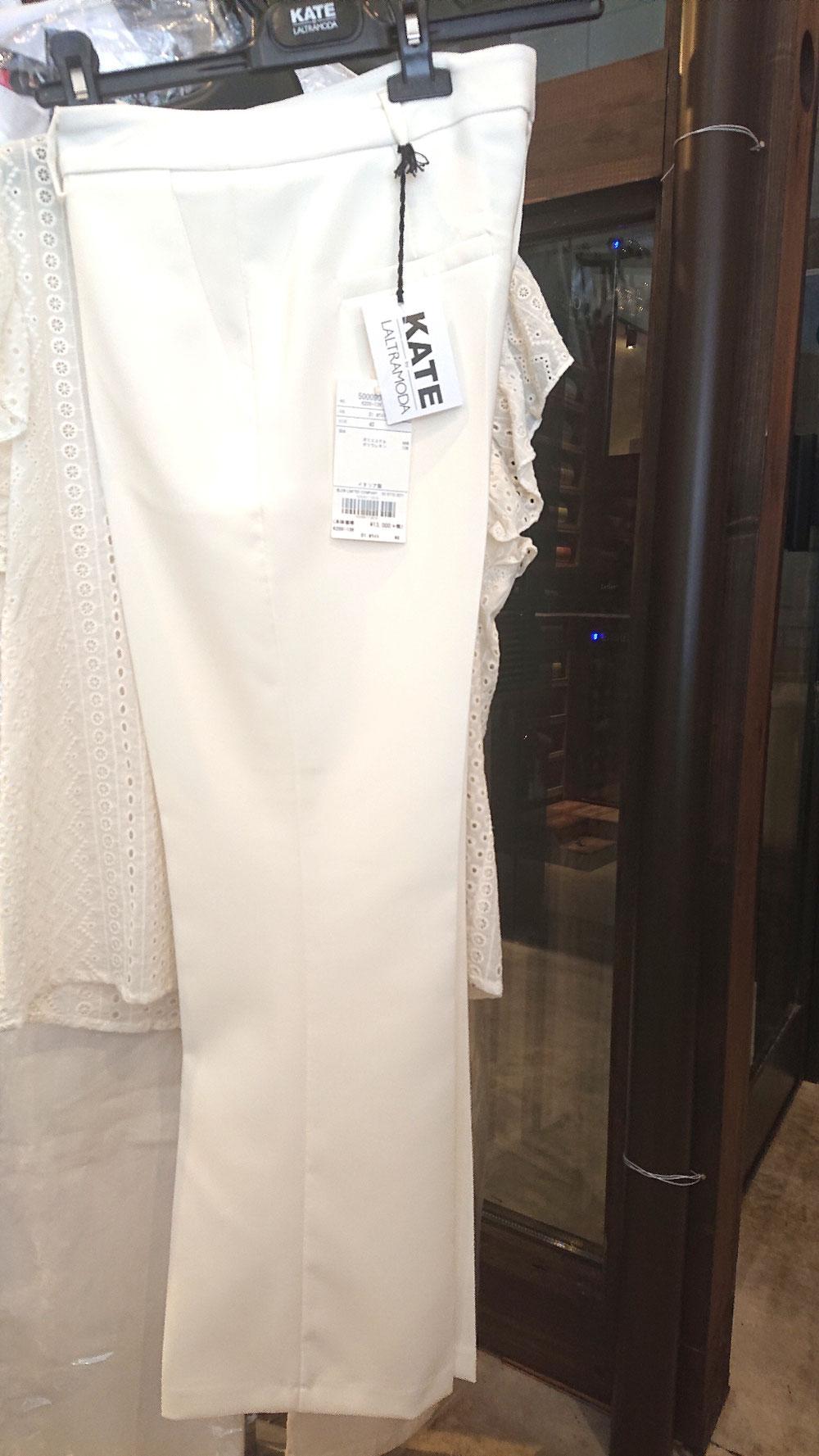 とてもきれいなパンツ、ネイビーもあります。¥13,000税別(ケイト・イタリア)