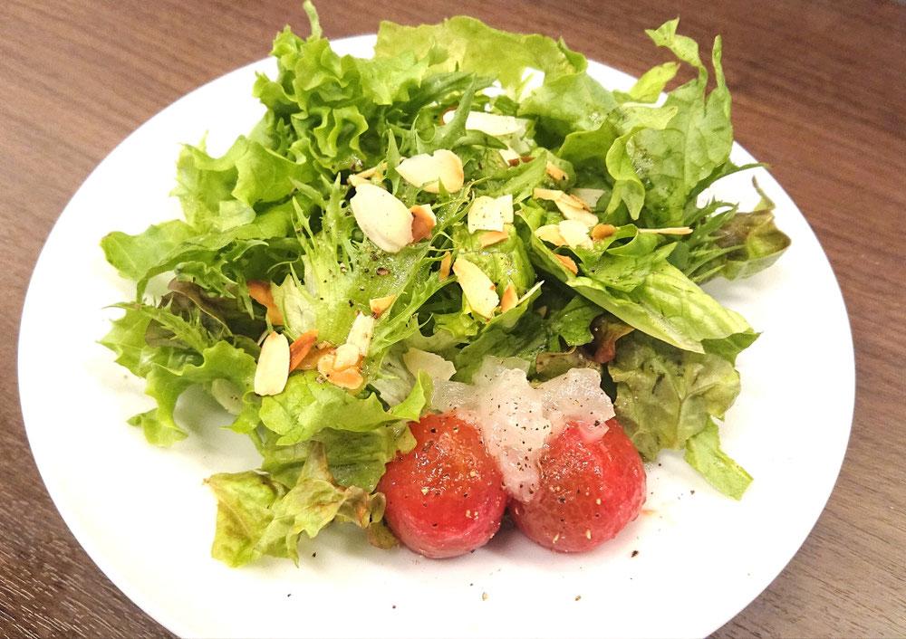 ミニトマトとローストアーモンドのサラダ