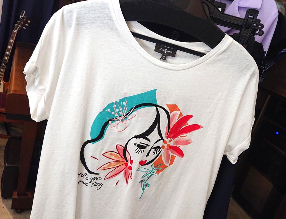 プリント+刺繍Tシャツ¥6,600税込 (スルカナ)